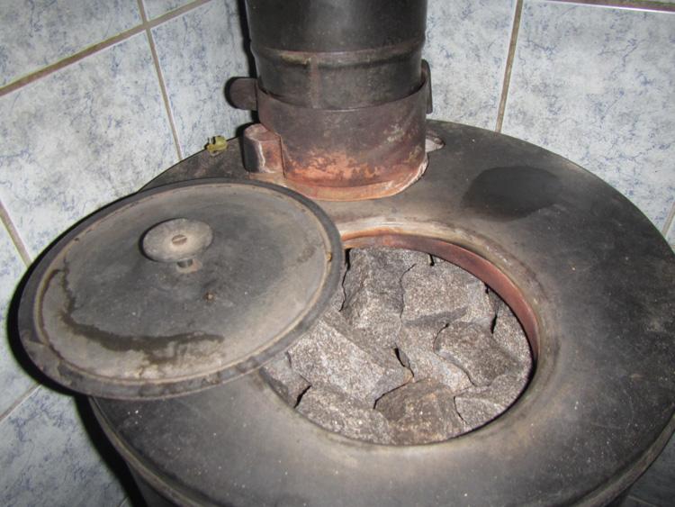 Aitokiuas-semi-schimneyless-sauna-stove-IMG_3127.jpg