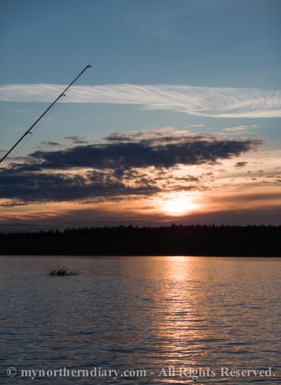 Beautiful-sunset-over-finnish-lake-CRW_0551.jpg