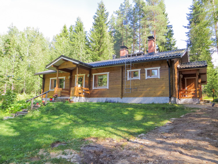Figure-from-my-new-detached-home-a-cottage-in-the-middle-of-boreal-forests-IMG_4903.jpg