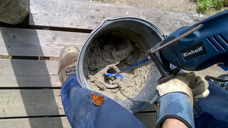 Fix-plastering-defects-in-chimneys-under-supervision-of-small-tortoiseshell-butterfly-or-nokkosperhonen-WP_20160724_036.jpg