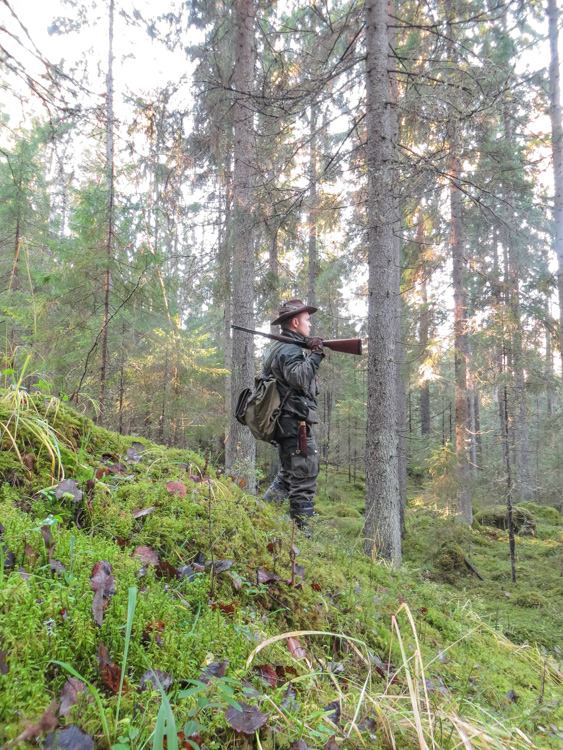 Hunter-with-winchester-in-boreal-Finnish-forest-IMG_4372.jpg
