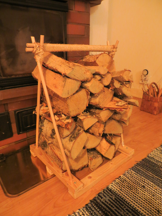 Firewood-carrying-device-made-of-wood-IMG_4635.jpg