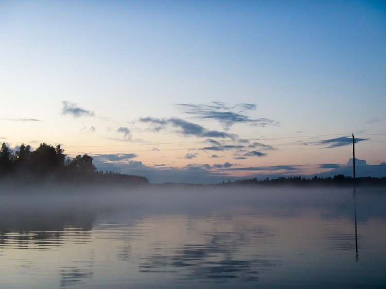Mysterious-mist-floating-on-a-lake-during-night-IMG_0730.jpg