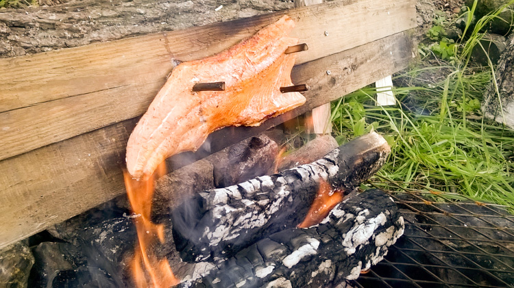Open-fire-cooking-of-salmon-by-Finnish-way-WP_20160723_008.jpg