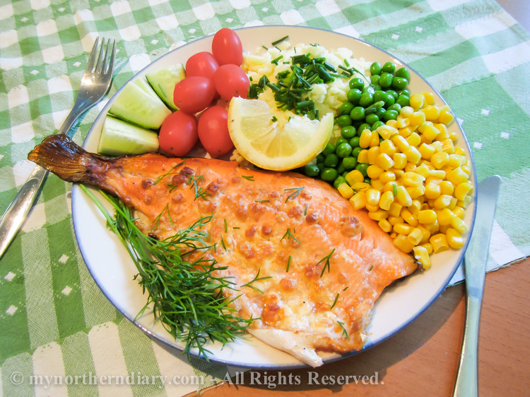 Rainbow-trout-dinner-with-maize-peas-tomatoes-cucumber-citroen-and-dill-IMG_0766.jpg