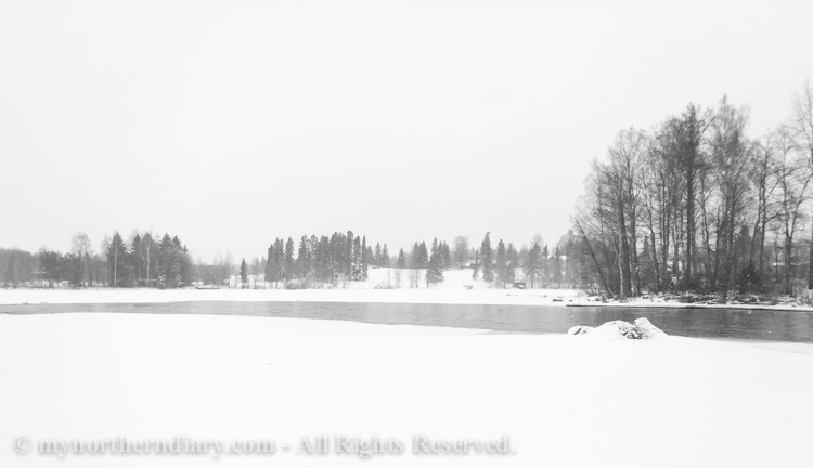 Relaxing-sight-on-snowy-lake-CRW_3069.jpg