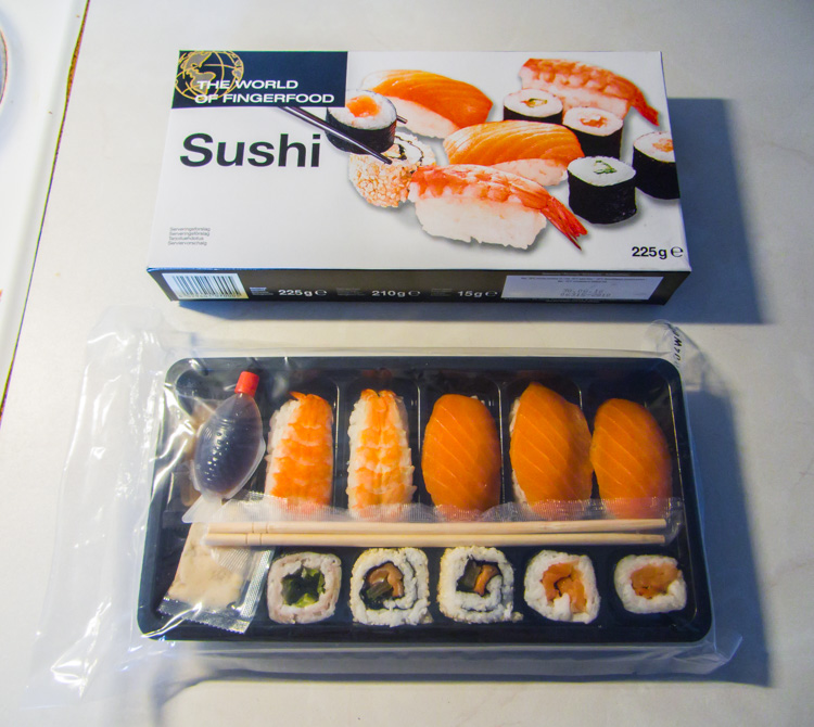 Sushi-meal-as-a-house-warming-gift-from-my-parents-CRW_1572.jpg
