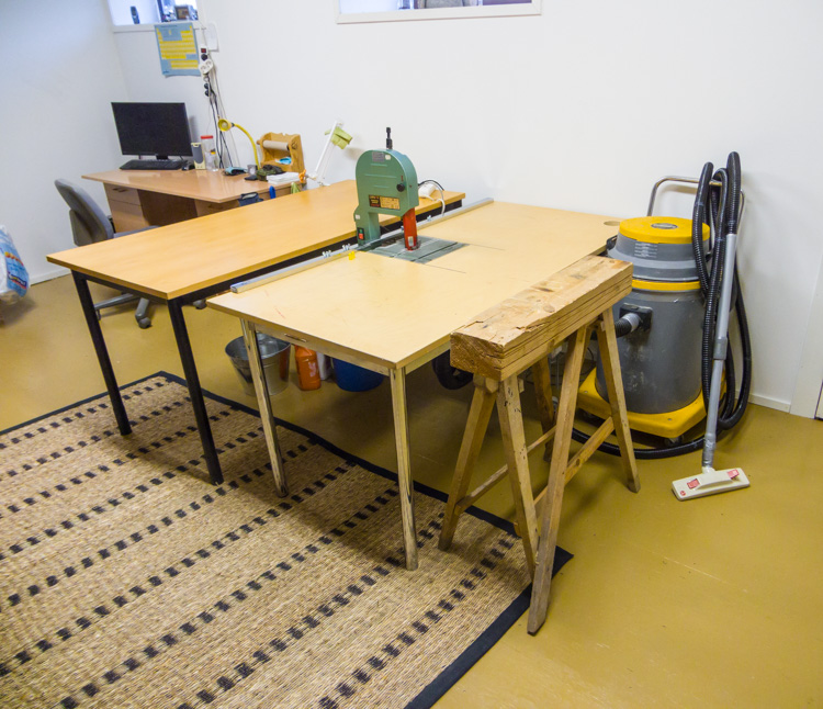 The-table-I-build-for-my-band-saw-and-the-big-second-hand-industrial-vacuum-cleaner-CRW_2219.jpg