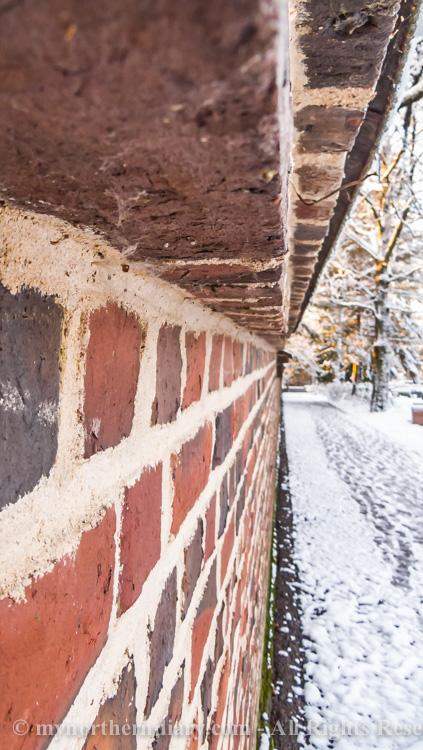 brick fence, luminen hautausmaa, snowy graveyard, tiilimuuri_CRW_0595