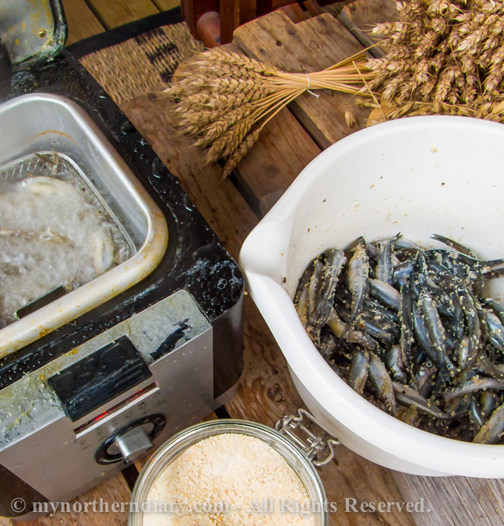 deep frying, kuoreita, smelts, uppopaistaminen_CRW_0243