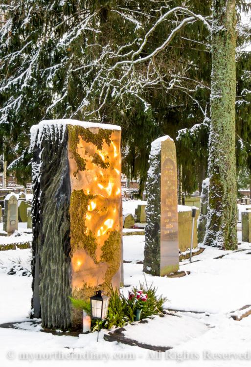 evening glow, grave stone, hautakivi, iltakajo, luminen hautausmaa, snowy graveyard_CRW_0649