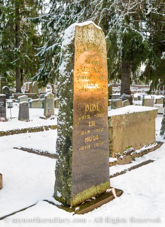 evening glow, grave stone, hautakivi, iltakajo, luminen hautausmaa, snowy graveyard_CRW_0652