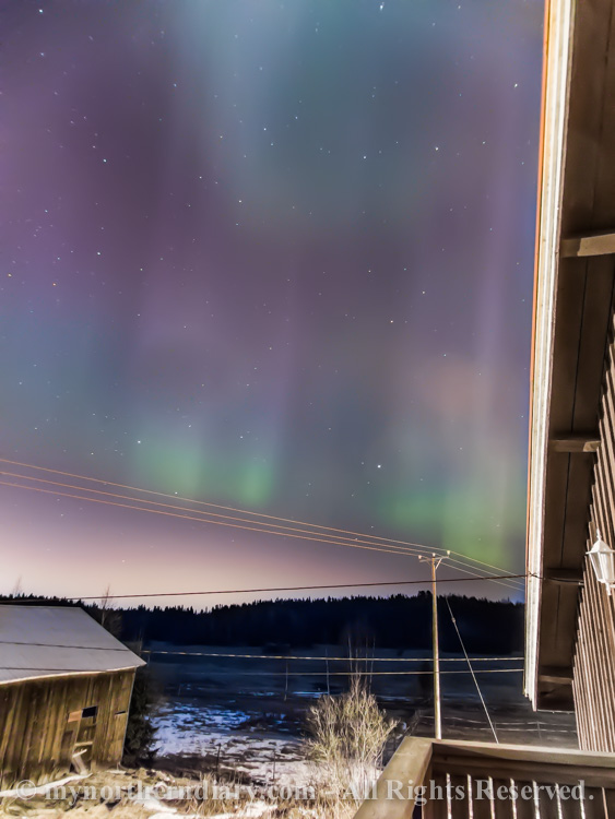 northern-lights-over-field-CRW_1571.jpg